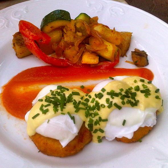 Eggs Benedict - Grant's Restaurant and Bar, West Hartford, CT