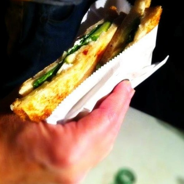 Goat Cheese and Apples Pressed Sandwich @ Foodie Fleet
