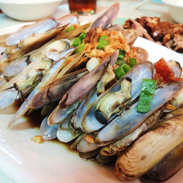 Steamed Bamboo Shells @ Ang Tunay Beef House