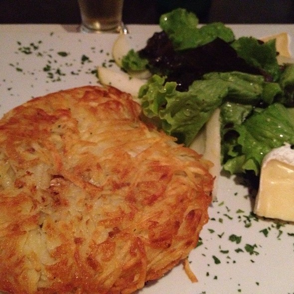 Batata De Frango Ao Curry Com Amendoim E Salada Brie