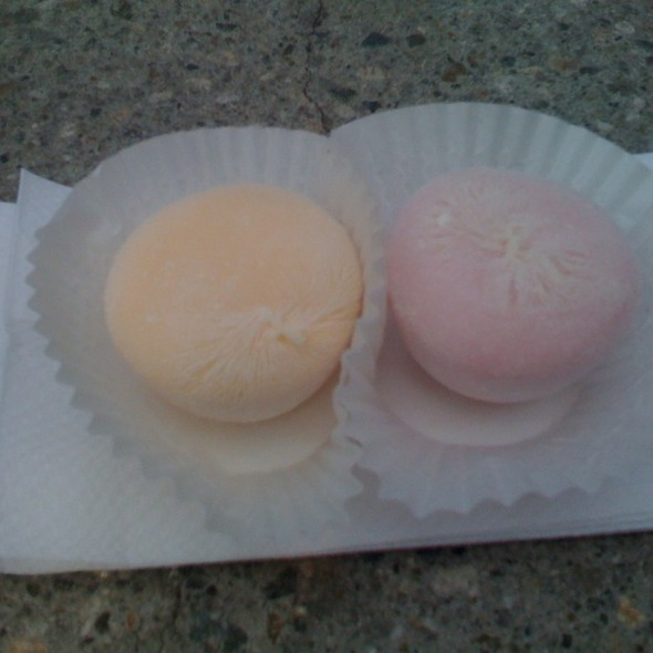 Mochi (mango & strawberry) @ Mikawaya