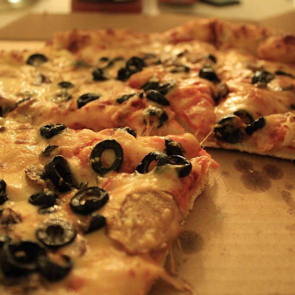Cheese Pizza with Black Olive and Mushroom @ Domino's Pizza