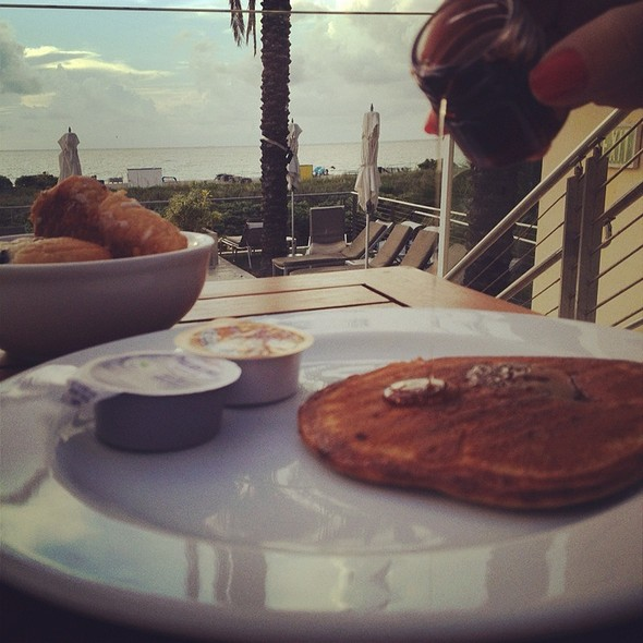 Oatmeal Pancakes with Apple Cinnamon Compote - Catch Bar & Grill - Marriott - Biscayne Bay - Miami, Miami, FL
