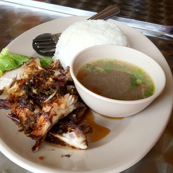 Nasi Ayam @ Sari Chicken Rice Shop