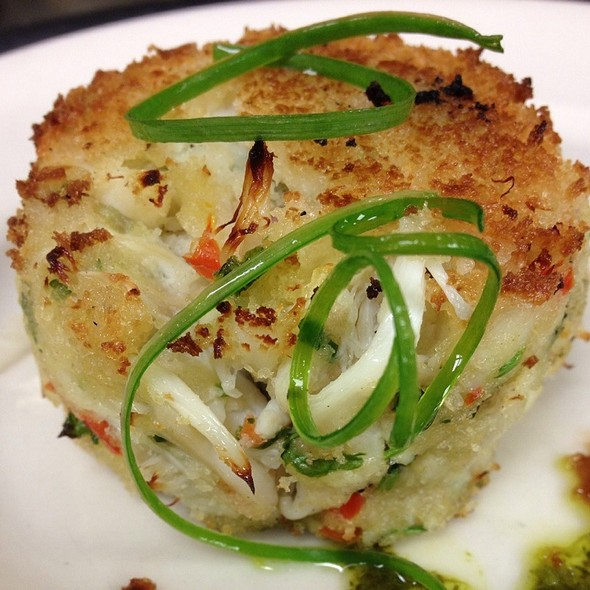 Jumbo Lump Crab Cake Appetizer @ GW Fins
