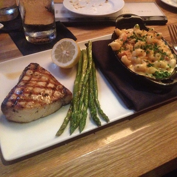 Swordfish, Grilled Asparagus, And Lobster Mac & Cheese @ Devon Seafood Grill