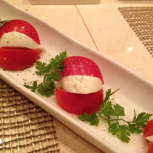 トマトのカプレーゼ @ Omotenashi BAR at Isetan