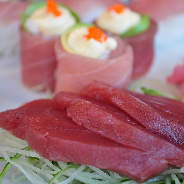 Tuna Roses & Tuna Sashimi