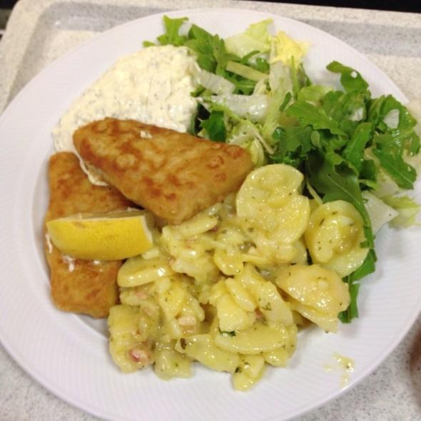 Backfisch mit Kartoffelsalat @ Mosaik Kantine