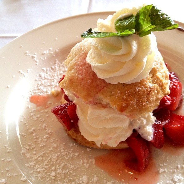 strawberry shortcake - Clyde's of Columbia, Columbia, MD