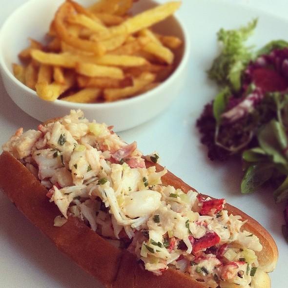 Lobster Roll (Sandwich) - Chez Delmo, Montréal, QC