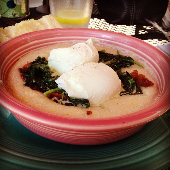 White Cheddar Cheese Grits With Poaches Eggs, Spinach And Bacon @ Banyan Coffee & Tea Co