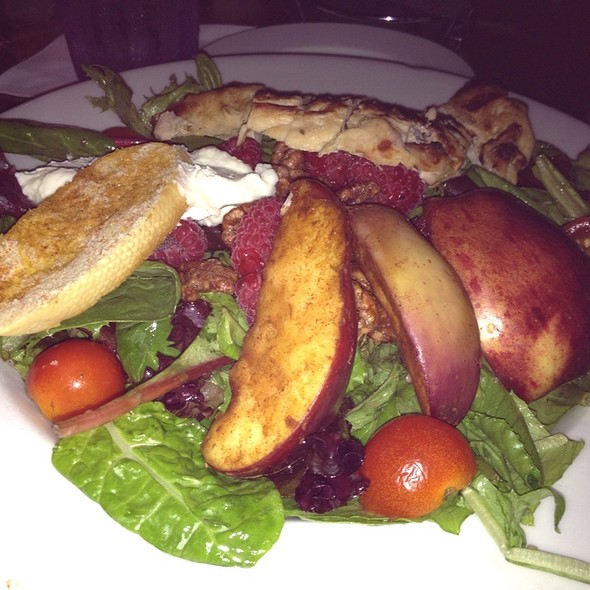 Goat Cheese And Caramelized Apple Salad