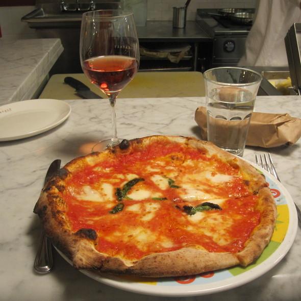 Pizza Margherita @ Rossopomodoro