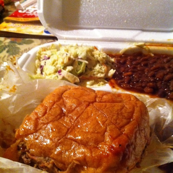 Pulled Pork Sandwich With Baked Beans & Cole Slaw
