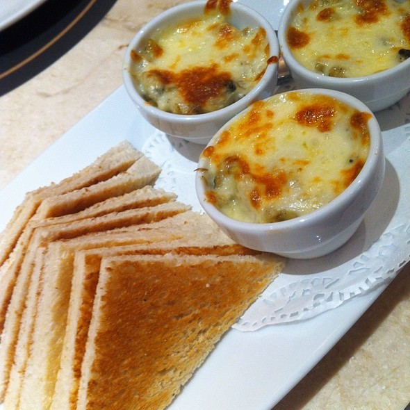 Clams Gratin & Toast   หอยลายอบชีส & ขนมปัง @ Coffee Beans By Dao