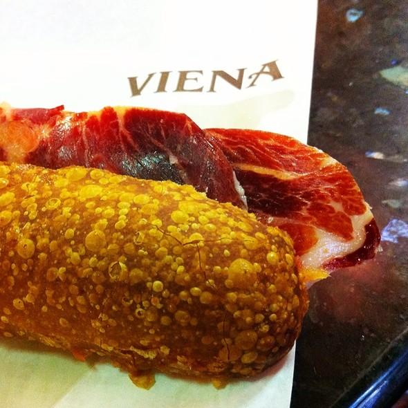 Flauta De Jamón Ibérico Y Tomate @ Cafe Viena