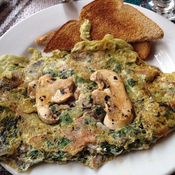 Mushroom & Pesto Omelette @ Hom Bay Ridge