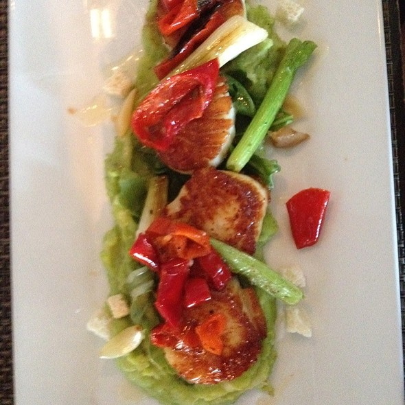 Seared Scallops - Six Seven Restaurant & Lounge, Seattle, WA