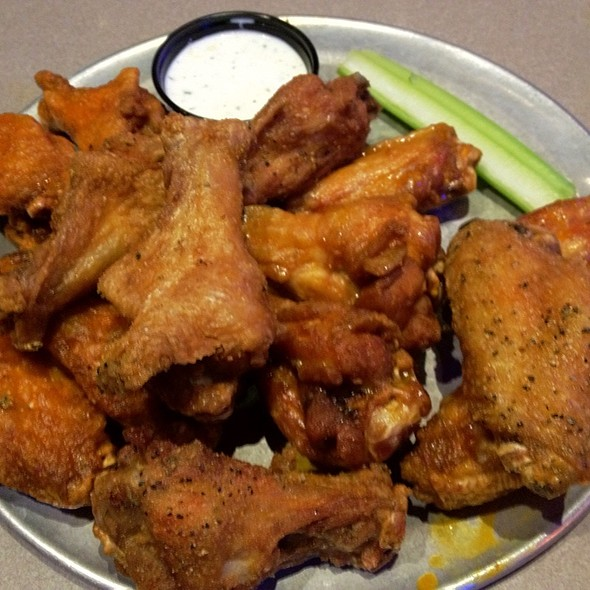 Chicken Wings @ Pluckers