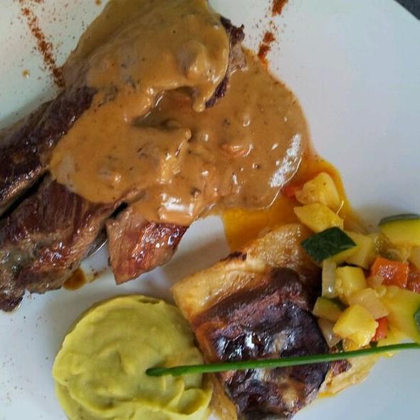 Onglet De Veau Sauce Cèpes @ Les Calicots