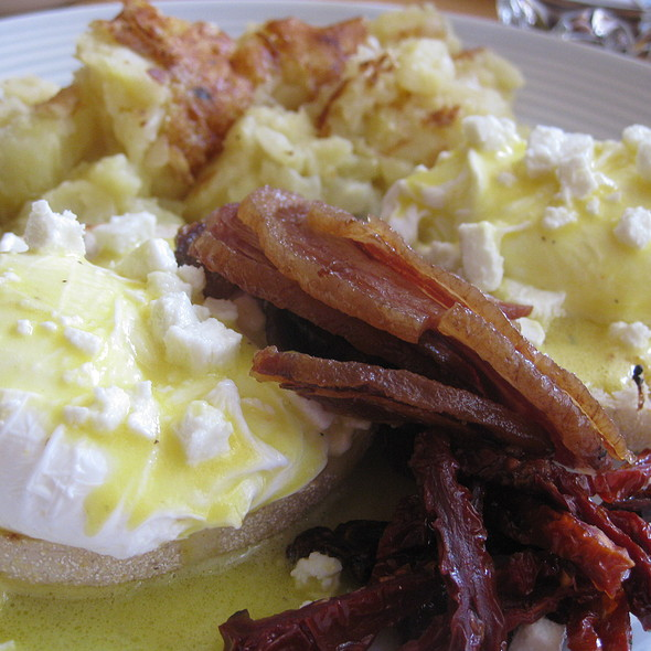 Eggs Benedict @ Rotisserie Laurier