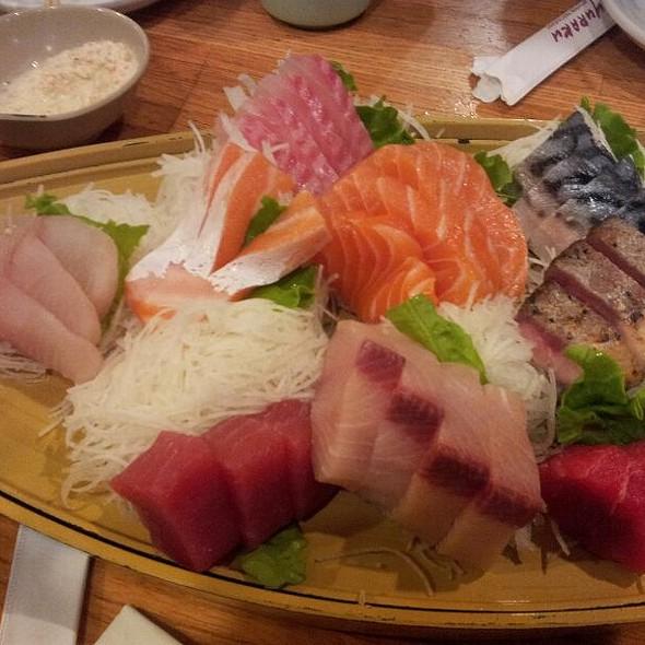 Sashimi Deluxe @ Yuraku Japanese Restaurant