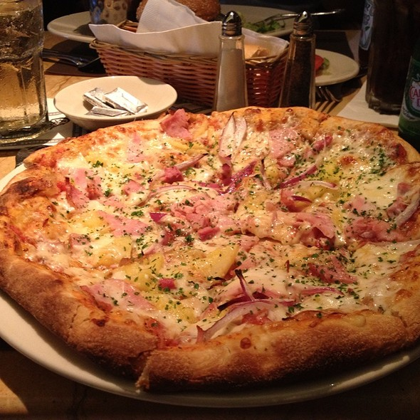 Hawaiian pizza @ Cheesecake Factory