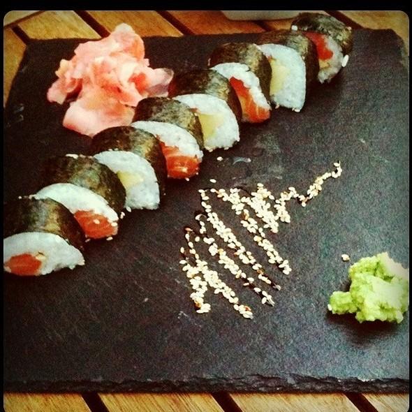 Sake Avocado Futomaki @ KUNG FOOD