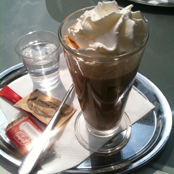 Iced Coffee @ Black On White Cafe Eurovea