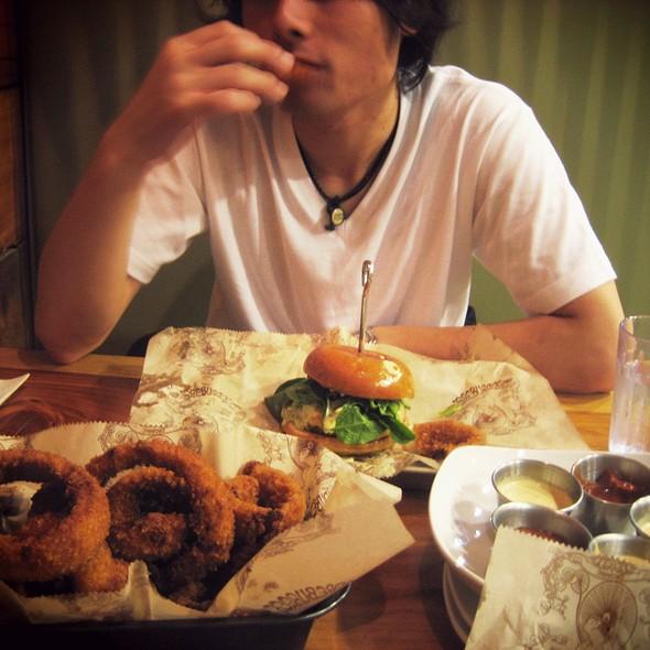 Burger @ Bare Burger