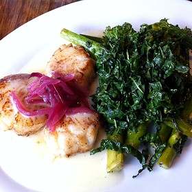 Seared Sea Scallops In Lemon Beurre Blanc Sauce With Kale & Broccolini