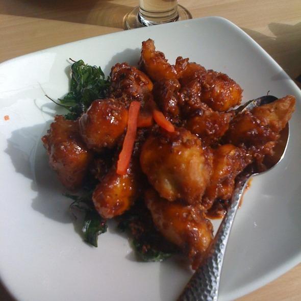 crispy garlic chicken - Chantanee Thai Restaurant & Bar, Bellevue, WA