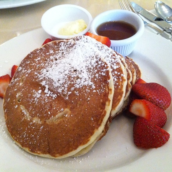 Lemon And Ricotta Pancakes With Fresh Strawberries @ sarabeth's east