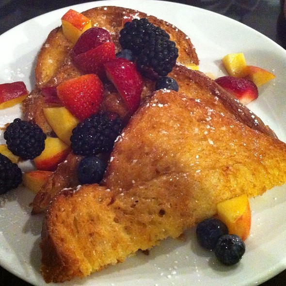 French Toast w/ Seasonal Berries @ Friedmans Lunch