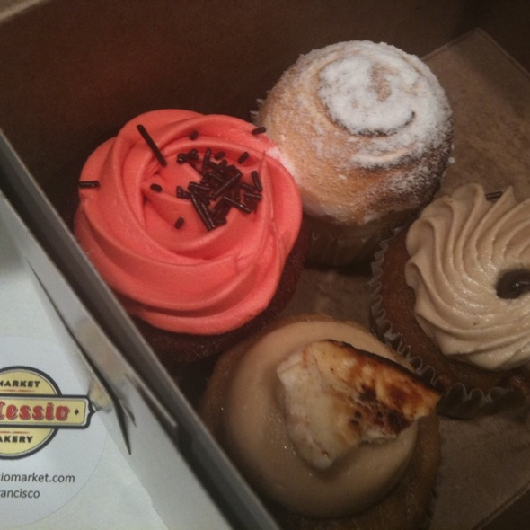 Cupcakes @ DeLessio Market & Bakery