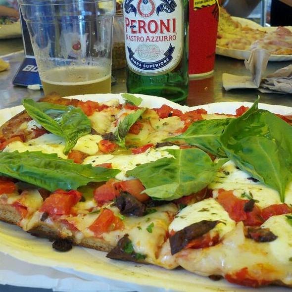 Caprese Pizza @ Pizza Rustica Lincoln Rd