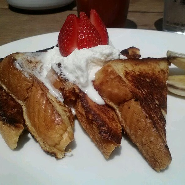 French Toast w/ Fresh Strawberries @ El Camino Real Restaurant