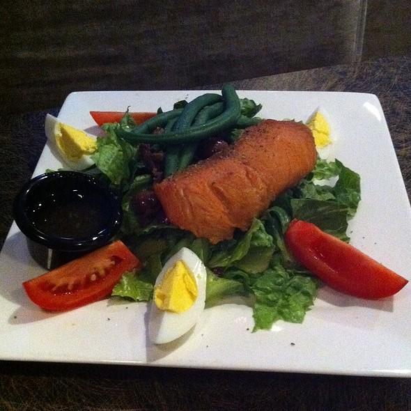 Smoked Salmon Nicoise Salad - Blue Prynt Restaurant & Bar, Sacramento, CA