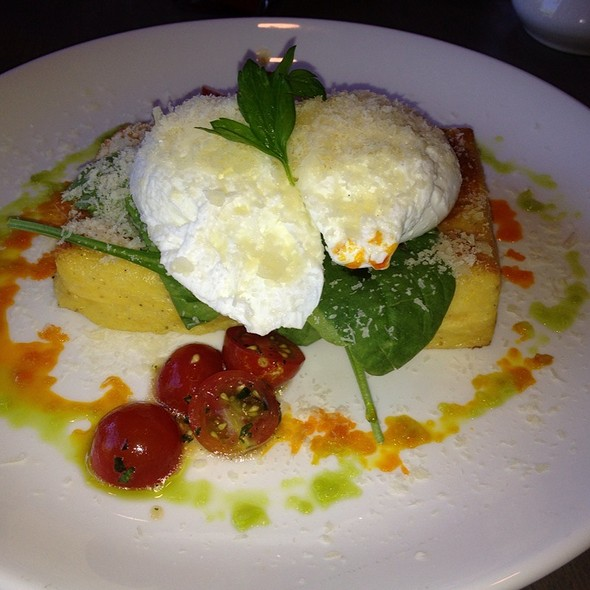 Poached Eggs With Cheddar Polenta @ Nick's On Broadway