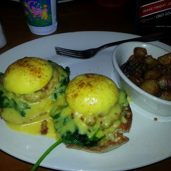 Combo Eggs Benedict. With Fresh Crab And Shrimp