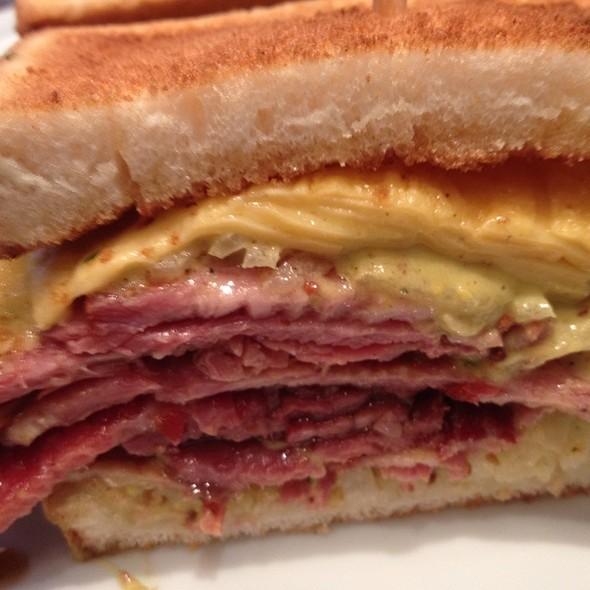 Sanduíche De Pastrami @ Z Deli