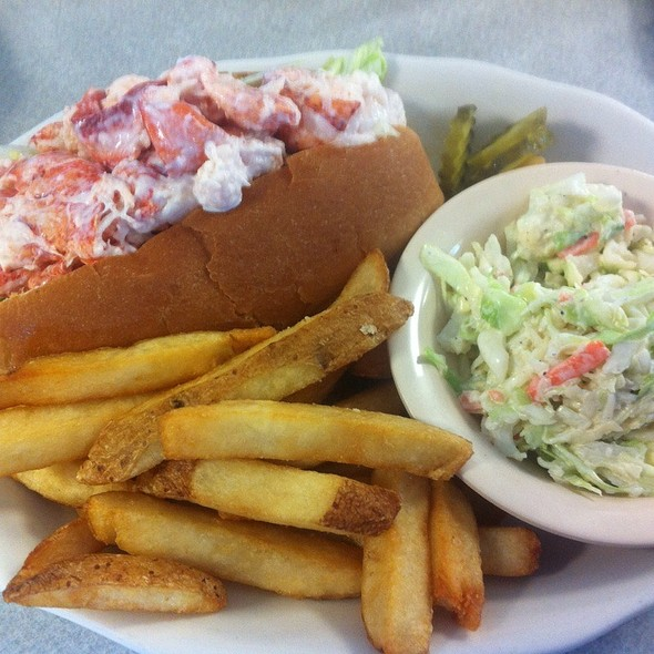 Lobster Roll (Sandwich) @ Becky's Diner