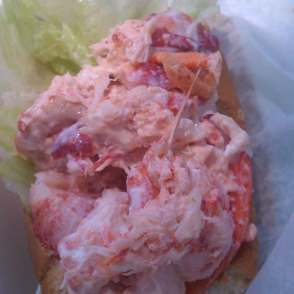 Lobster Roll (Sandwich) @ Captain Frosty's