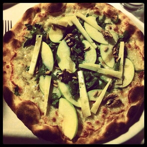 Pizza Formaggio Di Grotta, Pinoli E Noci @ Ristorante Da Giovanni
