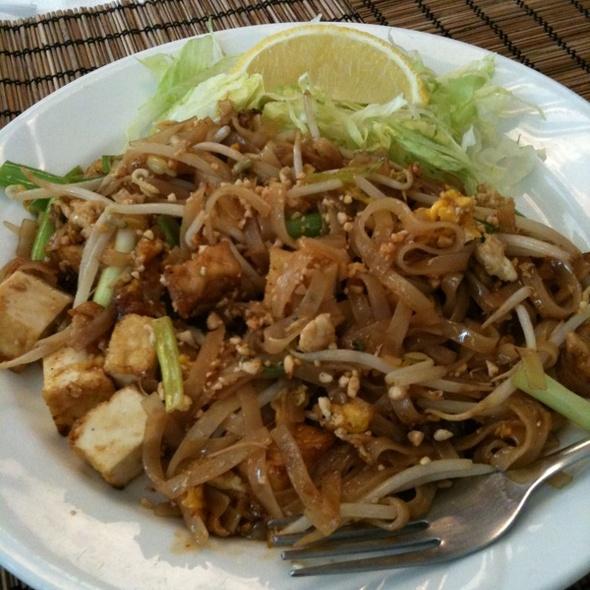 Pad Thai @ Noodle Alley