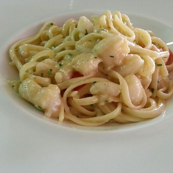 Linguini De Peixe Com Tomate Cherry