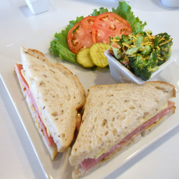 The Honey Baked Ham is known for it spiral cut ham and also offersseveral other items. For a quick lunch it serves various combinations of soups, salads and sandwiches. For children under 12, there's a smallerportion menu.