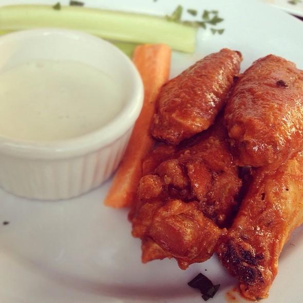 Hot Wings - Amber Restaurant & Lounge, Seattle, WA