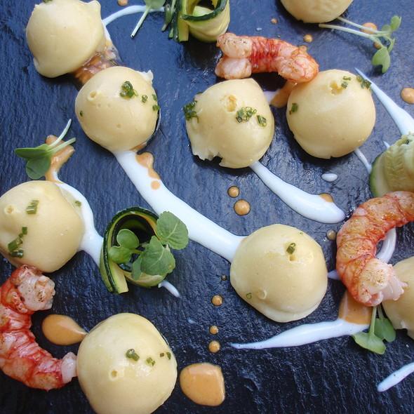 Gnocchi morbidi patata alla brace con gamberi e zucchine grigliate @ Al Pont De Ferr
